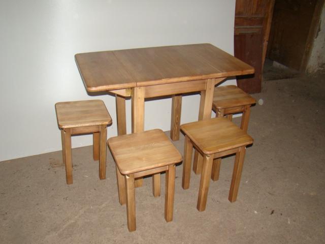 Обеденный стол под дерево