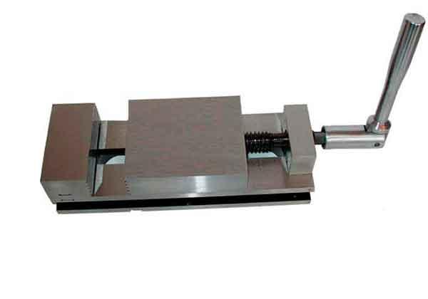 Купить Тиски станочные неповоротные с ручным приводом 7200-0203-02