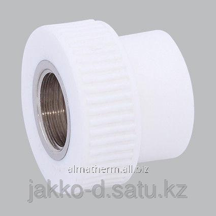 Адаптер ППР с вн.рез.  белый 20x1/2 Jakko