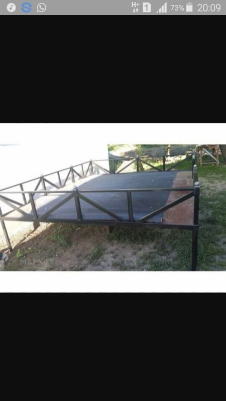 Trestle bed from shod metal