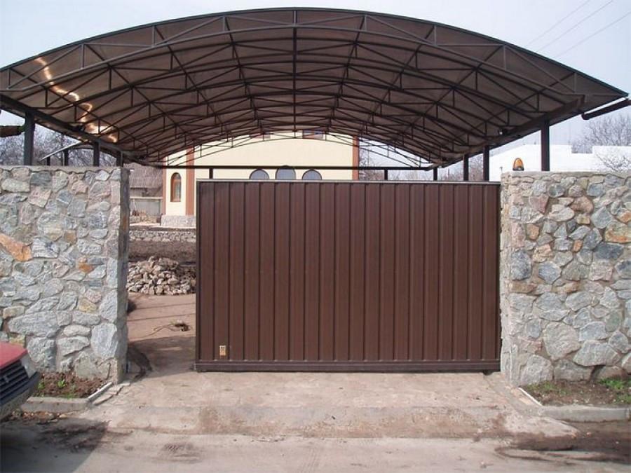 Крытый двор из металла