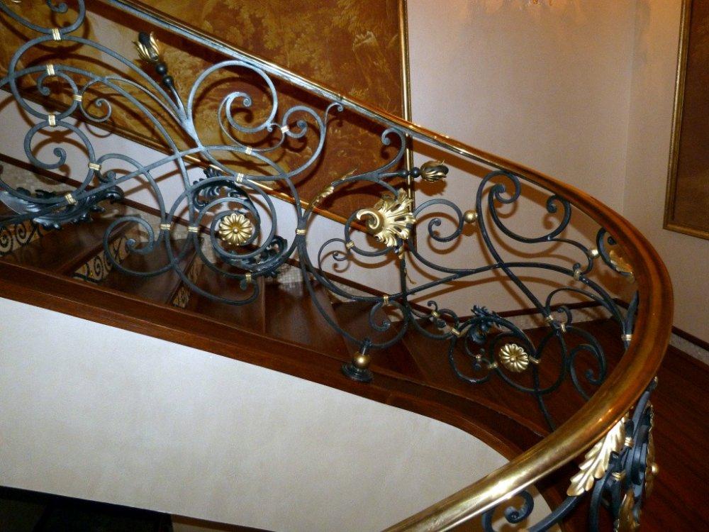 Перила для лестницы из кованого метала