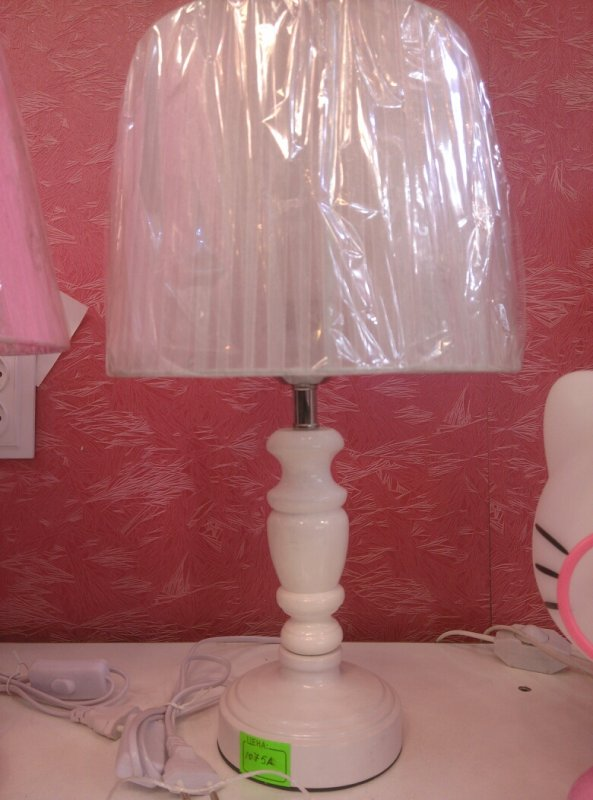 Купить Настольная лампа с абажуром белая