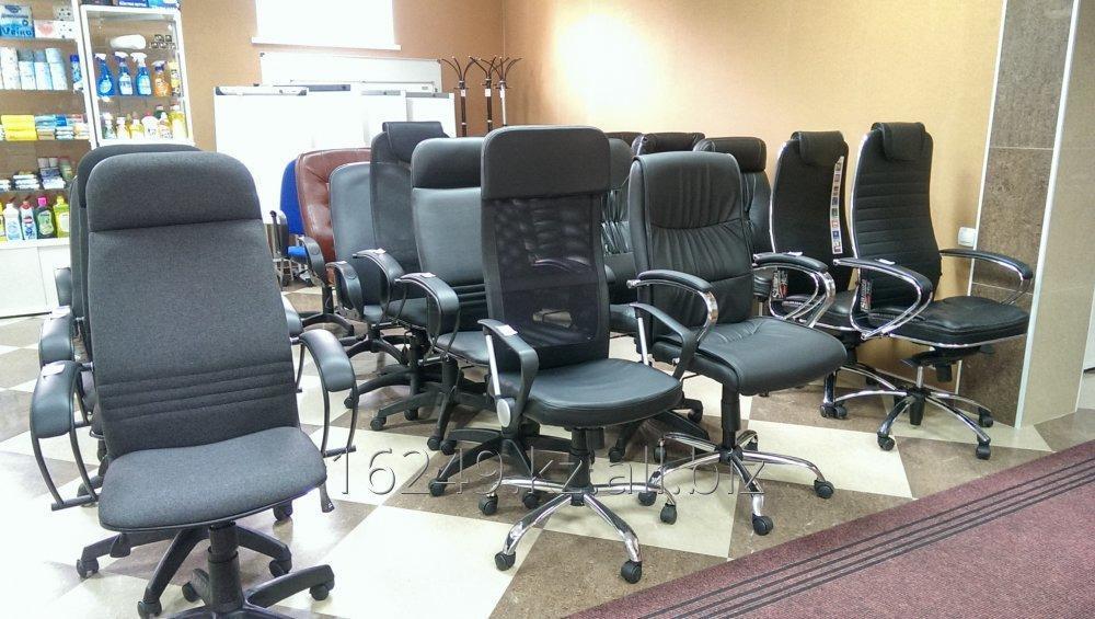 Купить Кресла офисные для персонала и руководителей,стулья офисные от ведущих российских производителей.