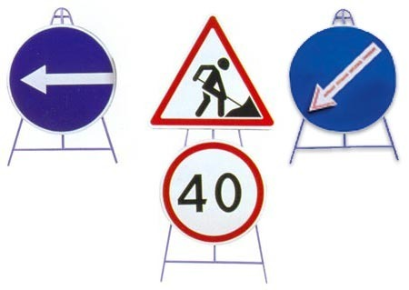 Figurative support for 1 road sign