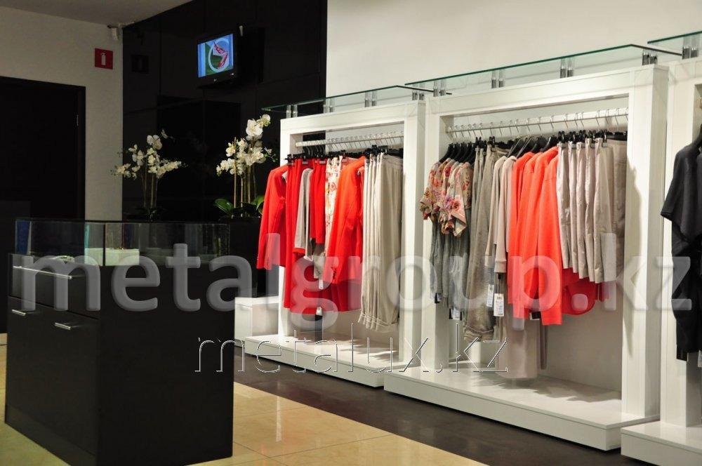 Стеллажи для магазинов одежды