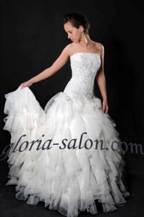 Свадебное платье со шлейфом корсет