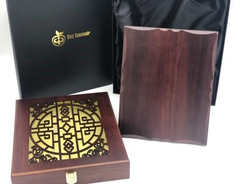 Купить Плакетка в деревянной коробке (металл с печатью +2500тг.)