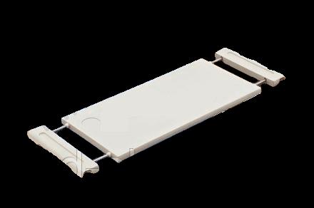 Надкроватный столик из пластика, устанавливаемый на боковые ограждения шириной от 80 до 105 см