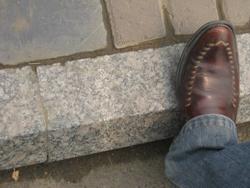 Тротуарный бордюр: где его используют?