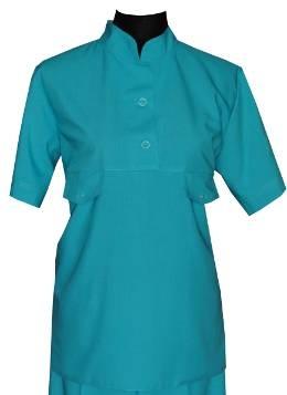 Костюм женский, воротник стойка, область декольте на пуговицах, два накладных кармана, ткань и  цвет изделия меняются по желанию клиента.