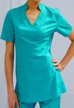 Костюм женский с V образным воротом, воротник стойка, с накладными карманами, ткань и цвет меняются по желанию клиента.