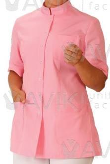 Костюм женский. На пуговицах воротник стойка, с тремя  карманами и  рукавом  три четверти, вид ткани, цвет изделия меняются по желанию клиента.