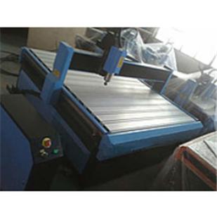 Купить Фрезерно-гравировальный станок мультикам типа с ЧПУ 130*130*20см
