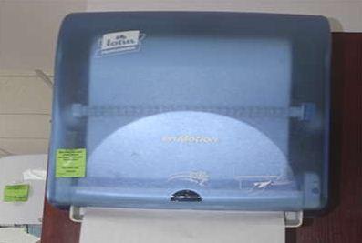 Диспенсер для рулонных бумажных полотенец