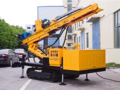The hydraulic drilling rig on caterpillar to