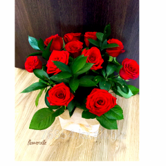 Цветы в деревянных коробочках