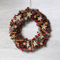 New Year's wreath of Berry with cinnamon big