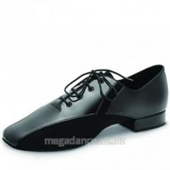 Men's shoes for dances the standard model
