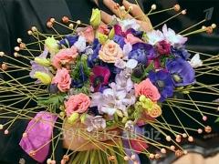 Свежесрезанные цветы и букеты в розницу