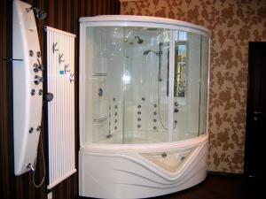 Shower cabins steam