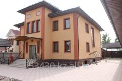 Дом отделаный фасадными панелями ИДЕАЛ