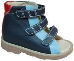 Les sandales   d'enfant