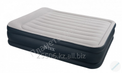 The Intex 67738 air bed with the built-in pump