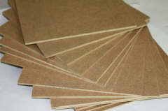 Wood-fibre boards and flake boards