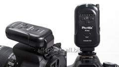 The Phottix Ares synchronizer for Canon/Nikon