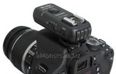 The Phottix Strato II synchronizer for Canon