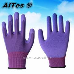 Gloves with the PVC covering viole