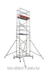 La torre de la vuelta la altura de aluminio de