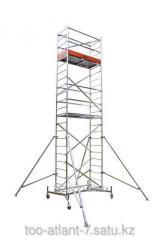 La torre de construcción de la vuelta la altura de