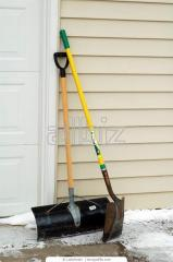 Shovels snow-removing plastic