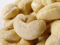 The cashew peeled