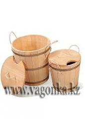 Locking bucket from a cedar