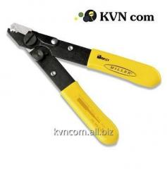 Mechanical tools for cutting a cable
