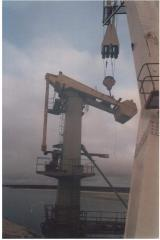 Pavement crane, crane console, crane portal
