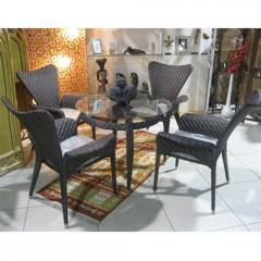Table + 4 chairs + pillows + S. Santa Monica glass
