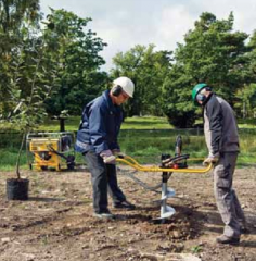 The portable drill for wells and columns