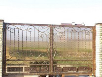Gate metal, Gate with elements of art forging