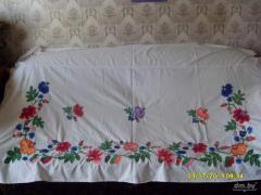Вышивка орнаментов на простынях