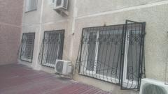 Распашные решетки на окна из кованого металла