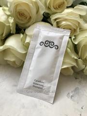 Shampoo in a sachet of 10 ml