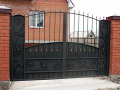 Gate shod metal entrance on a fence