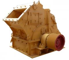 Crusher for receiving cubical crushed stone