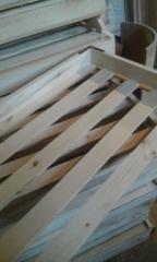 The tray is wooden trekhbortny, grain.