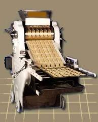 Machines for forming dough semis