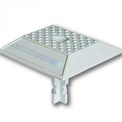 Светоотражатель дорожный пластиковый КД-3.1 ГОСТ Р 50971-2011. На ножке с крепежом